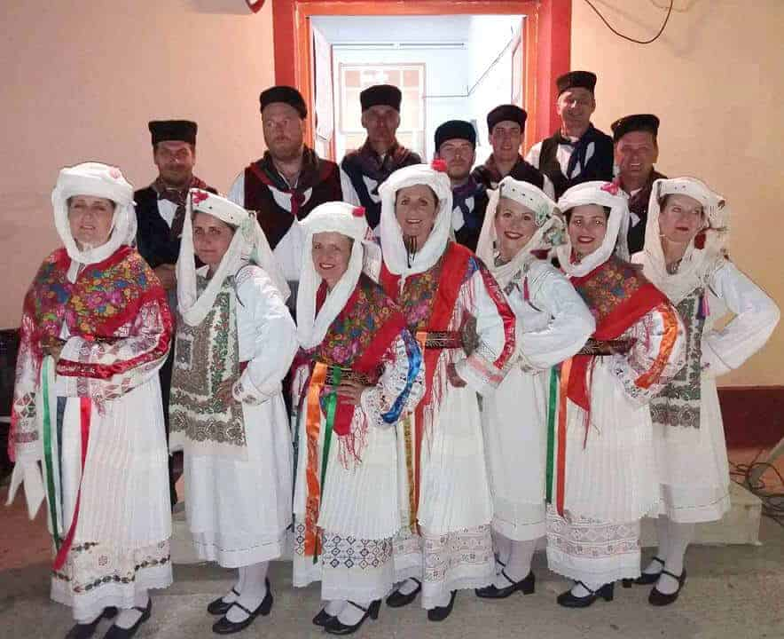 traditional greek costume dancers